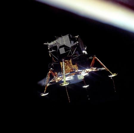 Módulo lunar Eagle. Apolo 11. Se perciben los sensores en las patas.