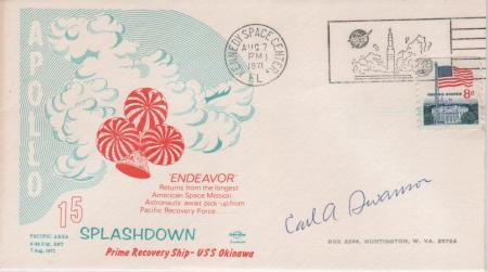 07.08.71 Kennedy Space Center. Lugar incorrecto para la conmemoración del regreso de los astronautas del Apolo 15. Sobre firmado por el diseñador del sobre Carl A. Swanson. Obsérvese que el nombre del módulo Endeavour está mal escrito como Endeavor.