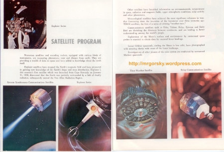 32 y 33 JFK Space Center Souvenir Book