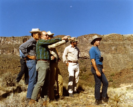 Lee Silver (con camisa verde), el geólogo de la Luna